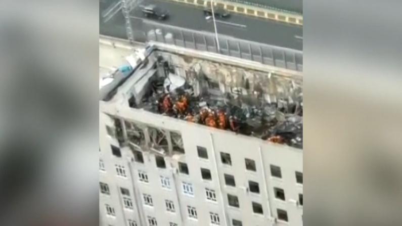哈尔滨一办公楼顶层坍塌 已致2死7伤2失踪