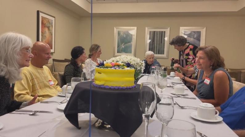 """【E家人】去老年公寓为95岁的叔叔庆生 得知入住费后突感""""老不起""""..."""