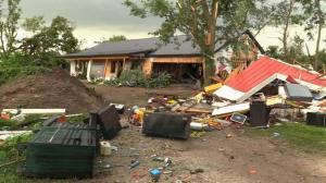 15场龙卷风袭击伊利诺伊 受灾居民:我家一切几乎都没了