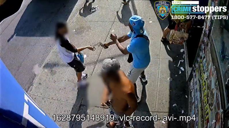 【监控】纽约再爆街头枪案 男子闹市拔枪近距离伤路人