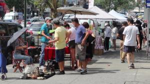 人行道拥堵、小摊贩扎堆 纽约市法拉盛街道安全报告提出解决方法