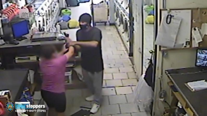 曼哈顿洗衣店遭劫 女店员螺丝刀反抗未果被抢