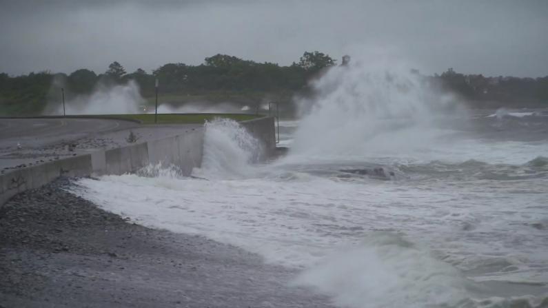 亨利减弱为热带风暴 美东多地区遭风雨洪水袭击