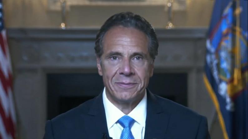 纽约州长库默发表告别讲话表达感谢:我将继续斗争