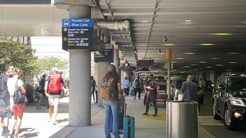 劳工节来临 波士顿机场繁忙客流量大