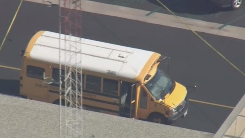 加州一男子竟向校车开枪 逃跑途中被警方击毙