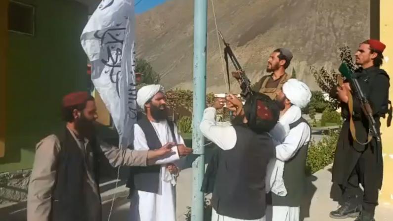 塔利班宣布占领最后抵抗据点 阿富汗民众忧经济衰落宗教严苛