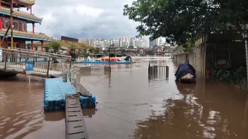 长江2021年第1号洪水过境重庆中心城区 沿岸低洼地带被淹