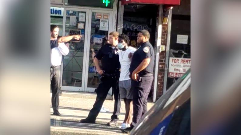 中心商城突发持枪抢劫 纽约法拉盛店家:最近治安差 6点就关门