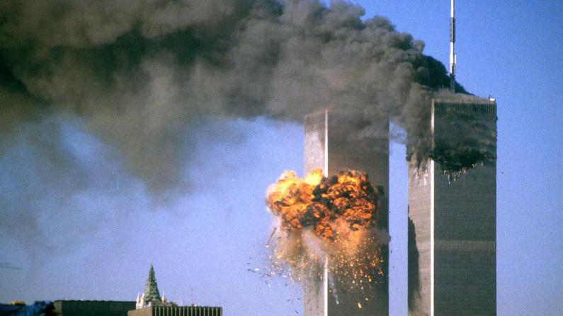 追思逝者 铭记历史 9/11二十周年纪念图片展纽约华埠揭幕