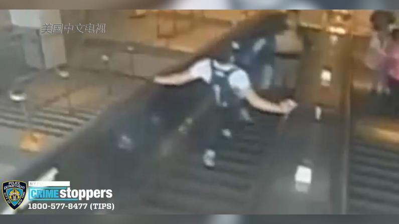 口角升级 女子竟在纽约地铁站被一脚踹下扶梯