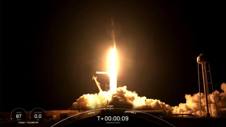 飞跃性突破!首个全平民机组搭SpaceX龙飞船入太空轨道