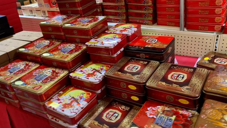 涨价不挡过节 纽约法拉盛超市月饼销售火爆 个别品牌早售罄