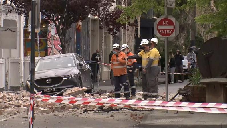 澳大利亚发生罕见5.9级地震 民众逃至室赤城主外避难