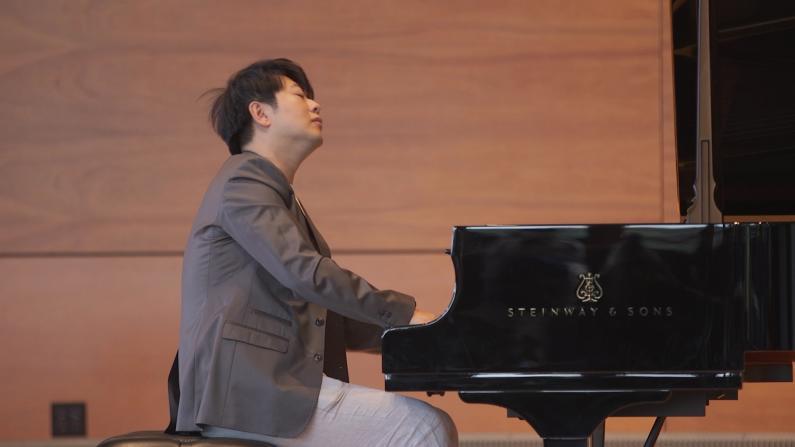 郎朗康州上演李斯特《爱之梦》 为华裔学生教授钢琴大师课