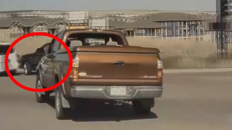 科州男子碰巧录下车祸肇事逃逸画面 险遭嫌犯威胁