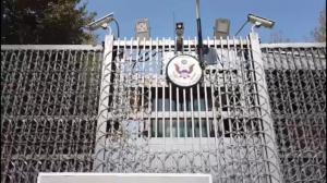 """喀布尔""""绿区""""现状:废弃办公用品堆积 美使馆大门紧锁"""