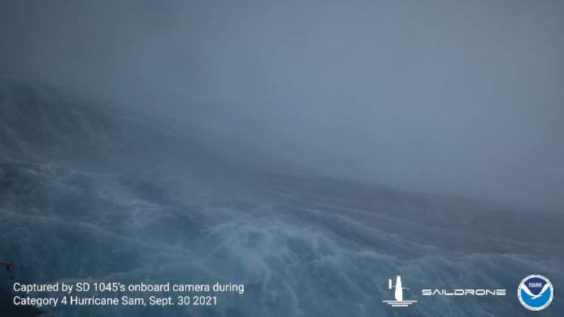 直接驶入飓风眼搜集数据 水面无人艇拍摄震撼视频
