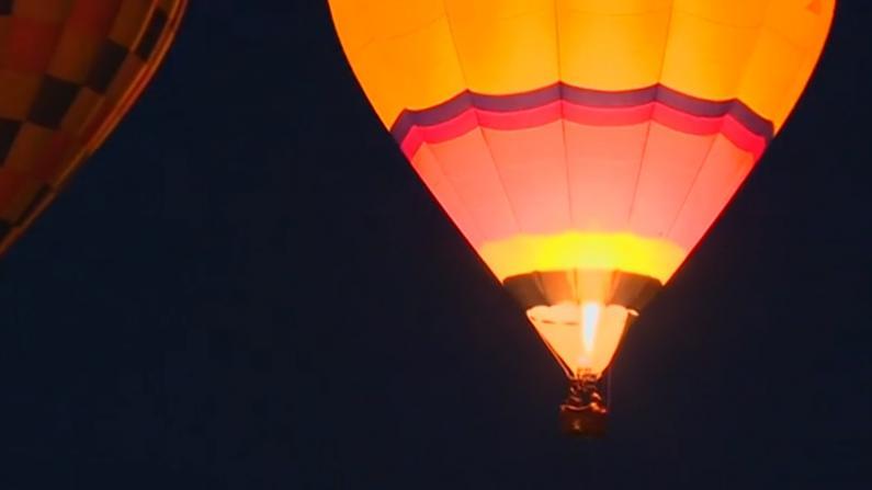 暂停一年后 世界最大的热气球节在新墨西哥州开幕