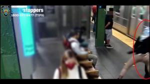 纽约再爆地铁推人事件 女乘客被进站地铁撞致重伤
