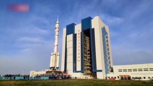神舟十三号船箭组合体转运至发射区 计划近期择机发射
