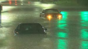 洪水淹没阿拉巴马伯明翰 一夜降雨超整月