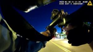 """警员自称""""猎人""""执行宵禁""""打猎"""" 明尼苏达又一惊人视频公开"""