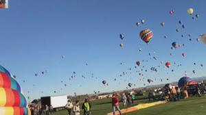 【硅谷生活】圆梦!上千热气球同时升空 一生一定要看一次的盛况
