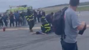 "AA航班纽约拉瓜迪亚紧急疏散 ""炸弹威胁""竟是一场乌龙"