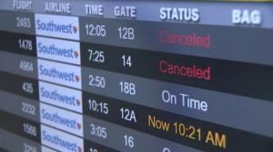 看不到队伍尽头 西南航空两千航班取消致大面积滞留