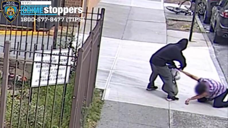 纽约拾荒老妇遭当街追抢殴打