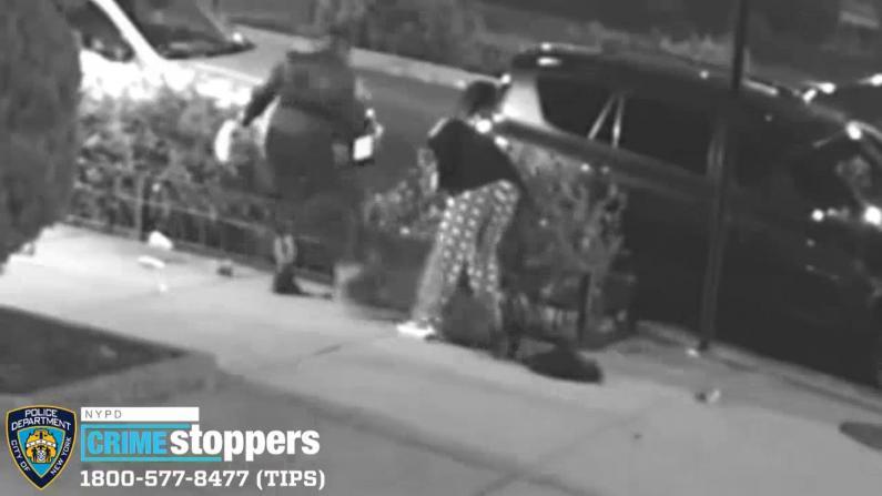 残忍!纽约深夜劫案 女嫌犯暴力踩踏受害者头部