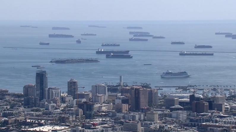 货船拥堵供应短缺 业内人士:节日季恐价格飞涨