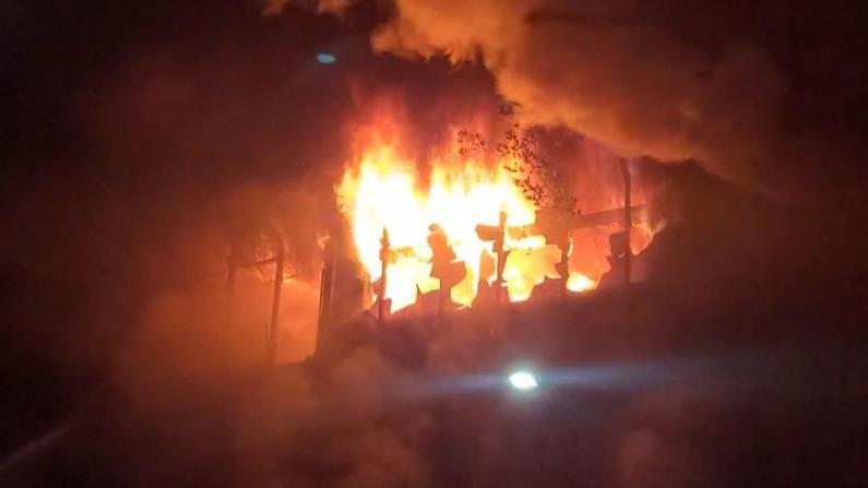 台湾发生26年来最严重火灾 高雄大楼深夜起火近百人死伤