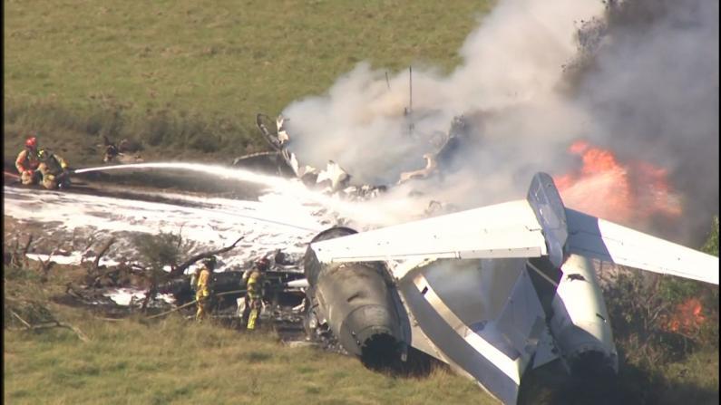幸运!得州私人飞机起飞时冲破围栏起火 机上21人均安全撤离