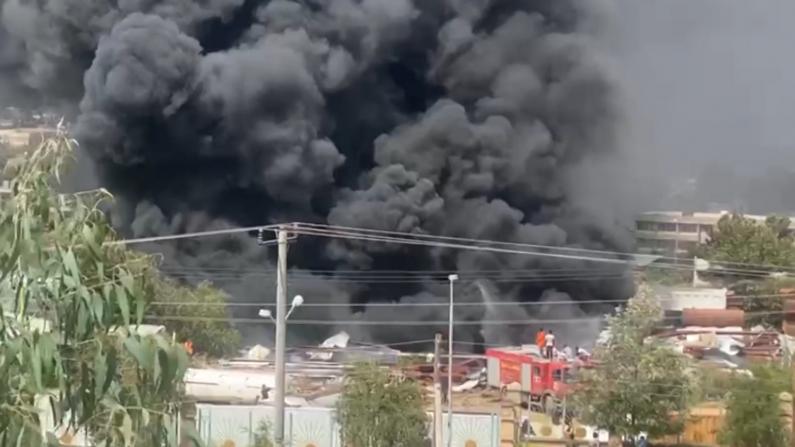 埃塞俄比亚政府军空袭叛军据点 黑色烟雾弥漫