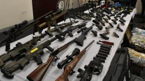 """私自制造、运输、销售枪支 纽约皇后区""""幽灵枪商""""被控252罪"""