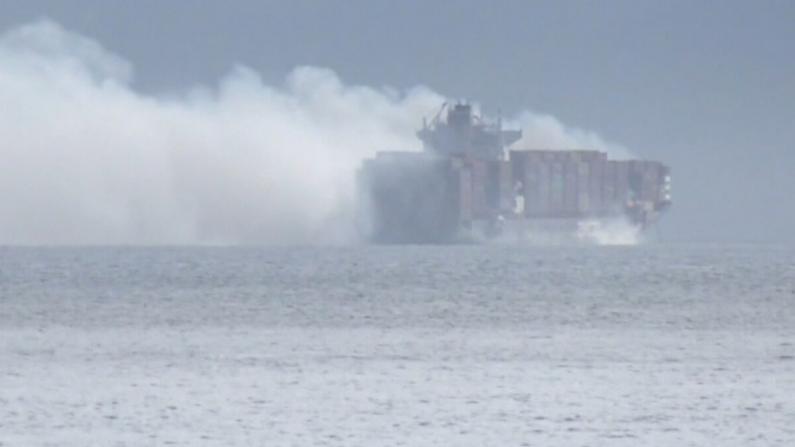 加拿大货船火灾 疑有毒集装箱被丢海中 或致环境灾难