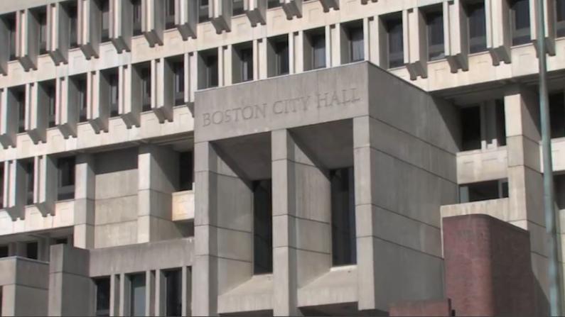 不遵守疫苗规定 波士顿市府600余员工被停薪留职