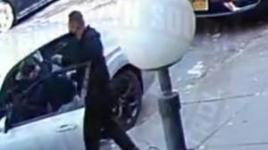 光天化日抢走价值$120万珠宝 NYPD追捕两西裔男