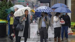 大纽约遭风雨洪水袭击 雾气弥漫人流减少