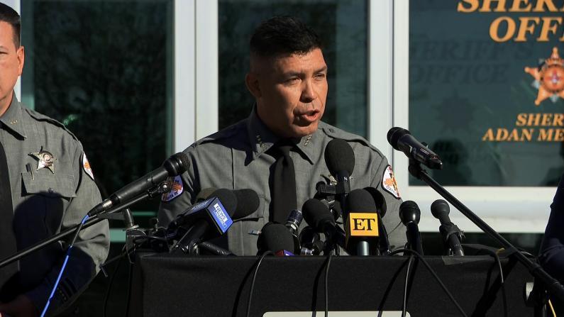 电影道具枪致死案调查进展:现场或有更多实弹 暂无人被指控